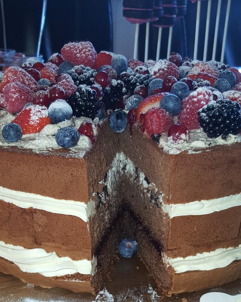 Naked cake met bosvruchten